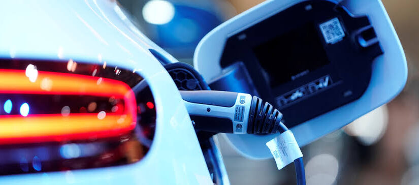 Mennyi idő feltölteni egy elektromos autót?